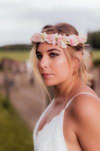 Braut Make-up mit Blumenkranz